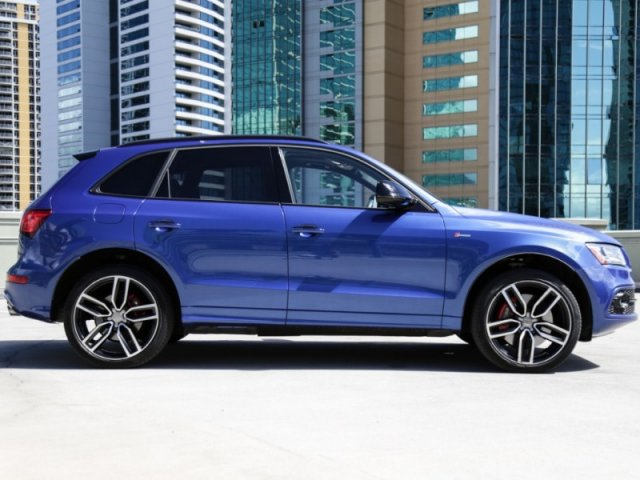Pre-Owned 2017 Audi SQ5 Premium Plus